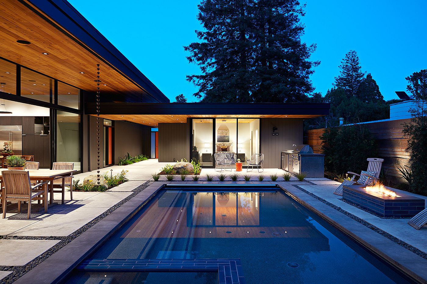 Design of poolscape for the Eichler-inspired home by Arterra Landscape Architects