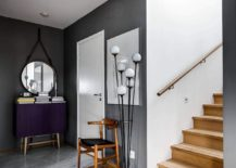 Fabulous purple side table revitalizes the entrance in gray and white