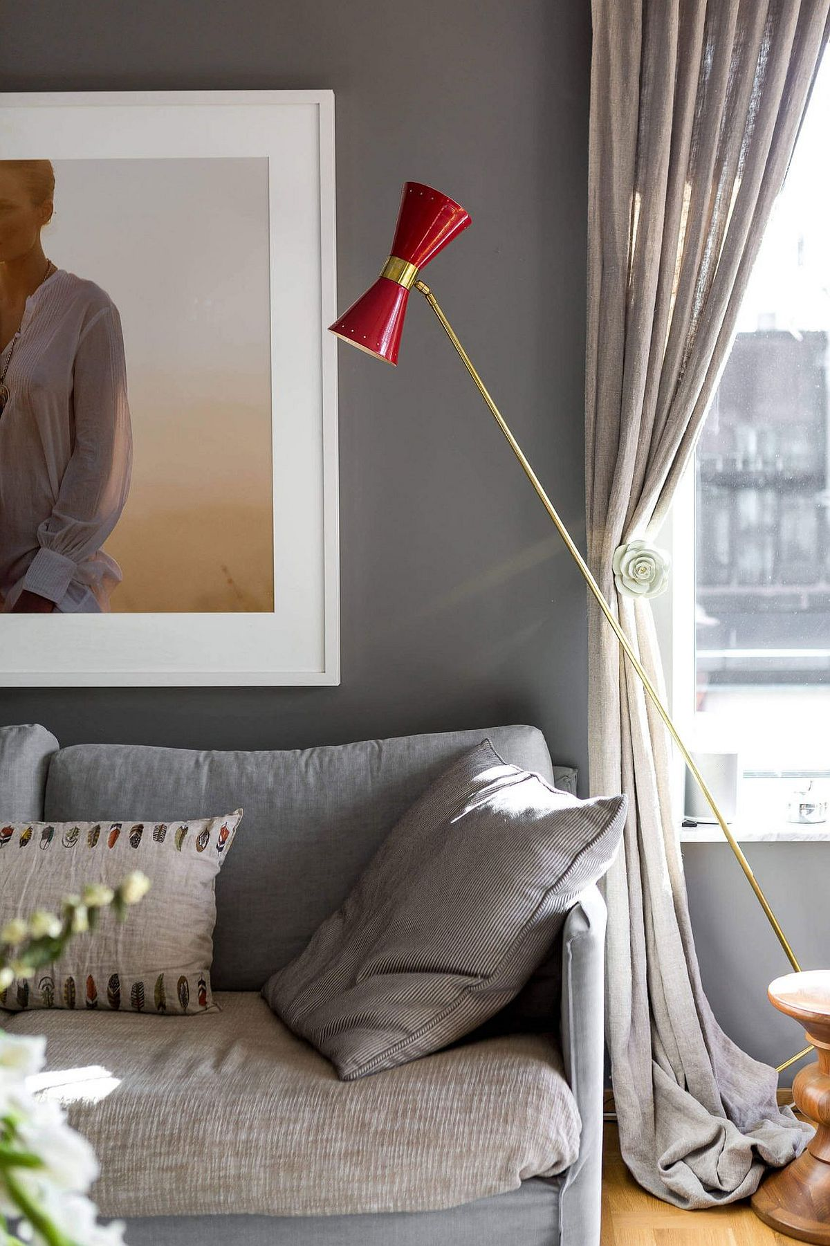 Floor lamp in gold and red for the Scandinavian style home