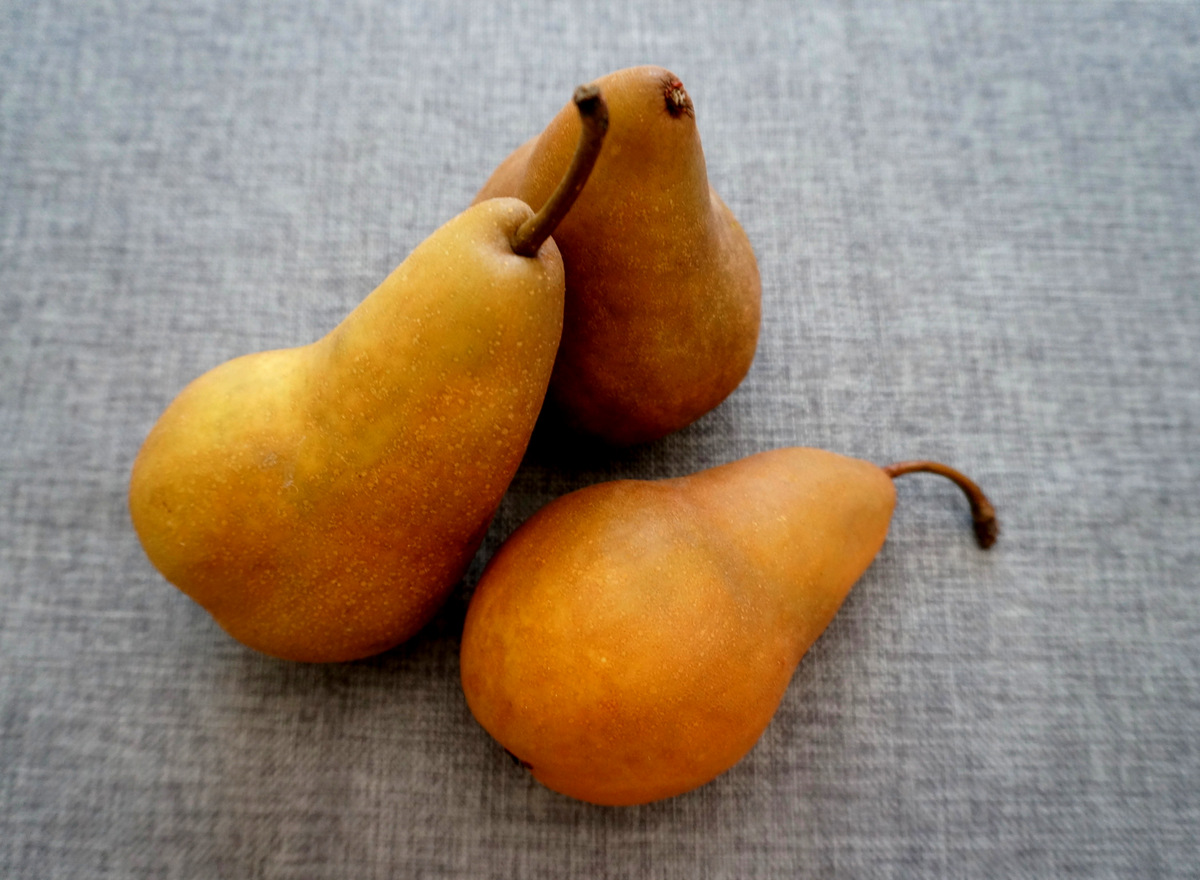 Golden pears add warmth to the centerpiece