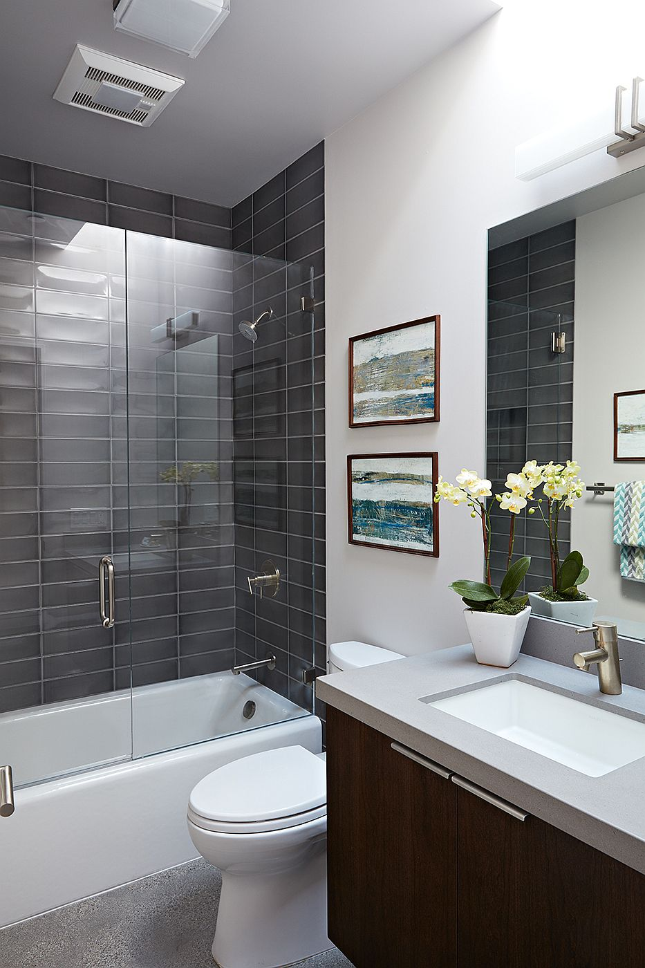 Gray tiles for the shower area inside the modern bathroom with neutral color palette