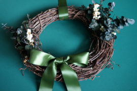 An Earthy, Elegant DIY Holiday Wreath