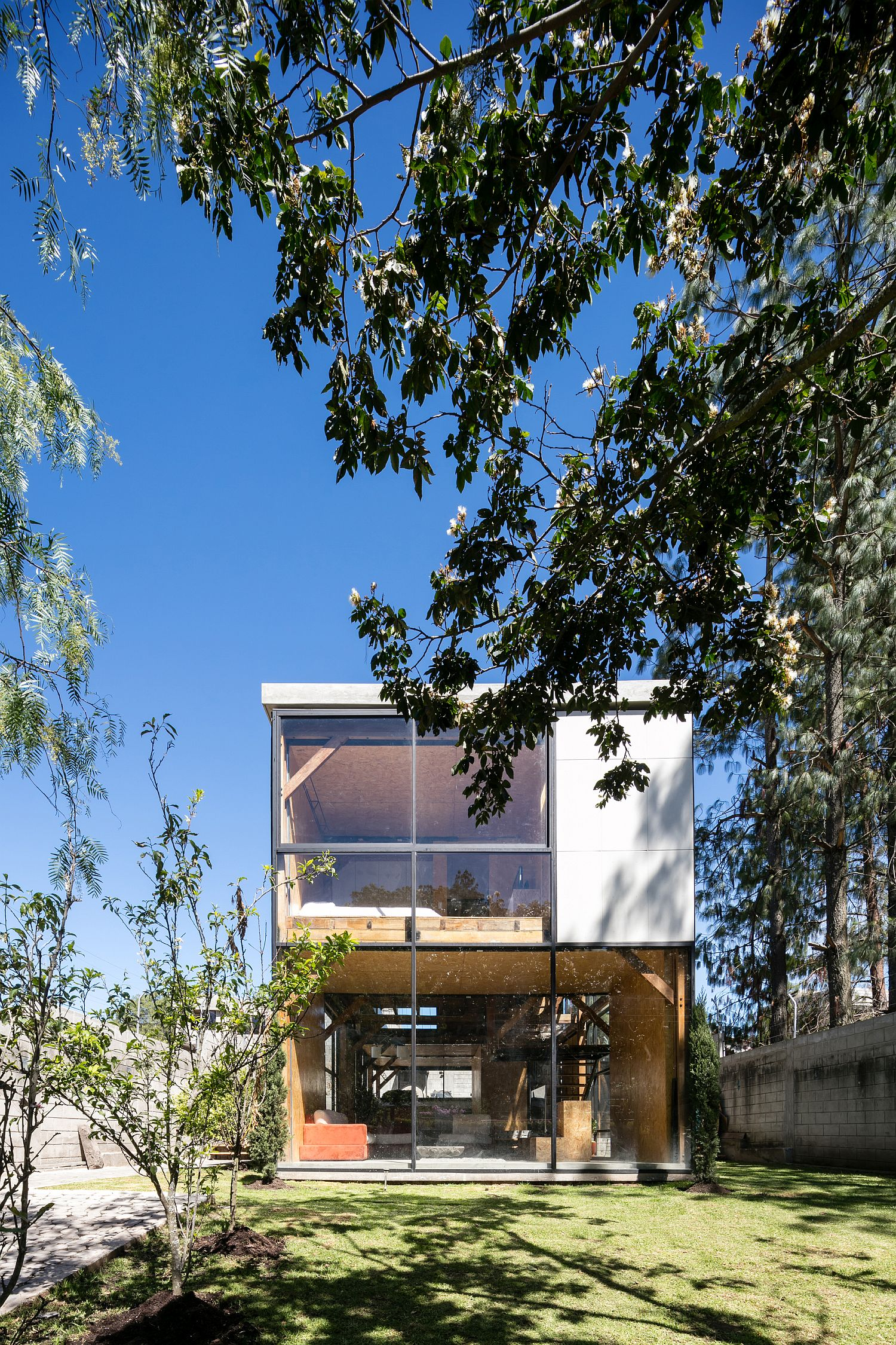 Multi generational family house promotes a healthy lifestyle for Home design el salvador
