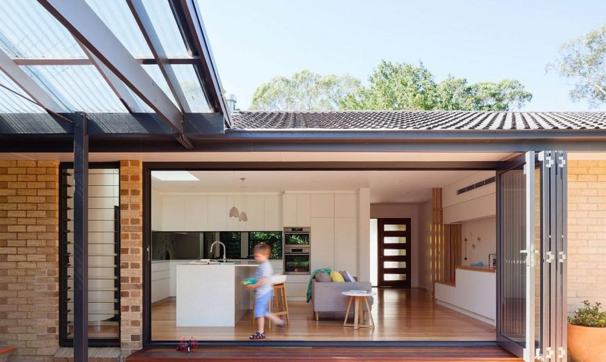 Slated Timber Screen and a Light-Filled Interior Transform 1960s Sydney Home