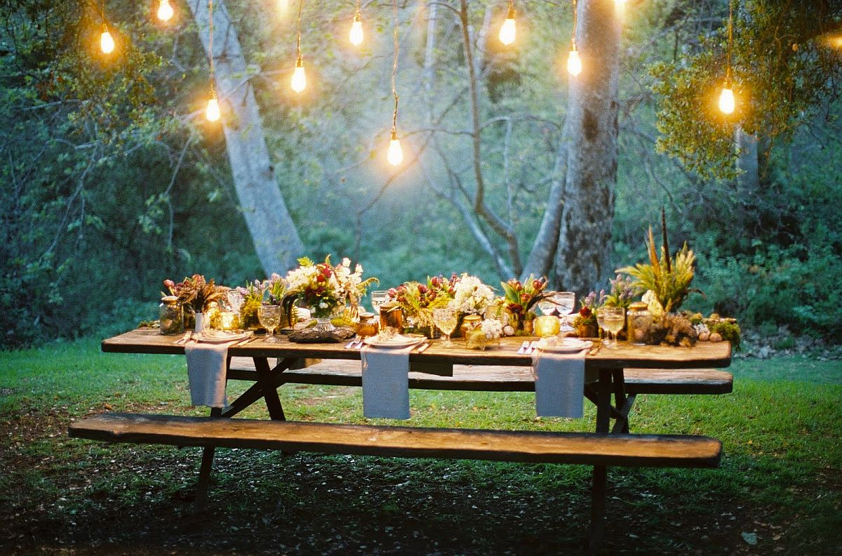 Lighting steals the show at this outdoor Thanksgiving dinner party!