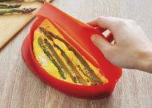 Microwave omelet maker