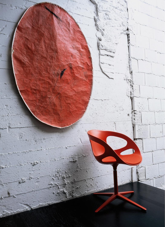 RIN™ swivel chair. Photo byAndrea Ferrari.