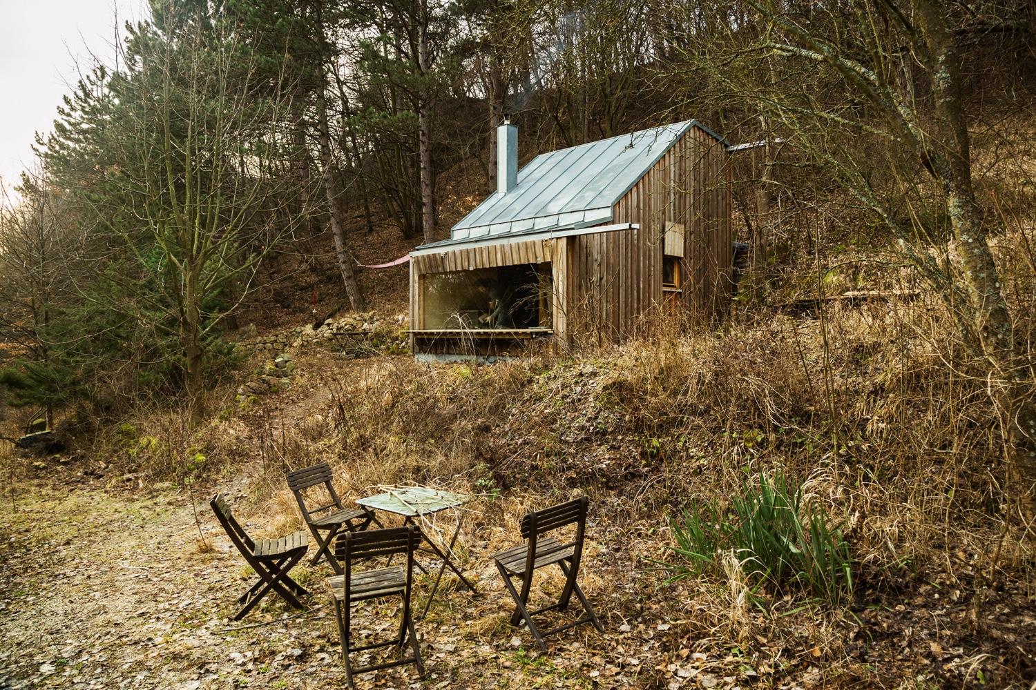 Tom's Hütte appears as a vision from Dolly Parton's Smoky Mountain childhood.