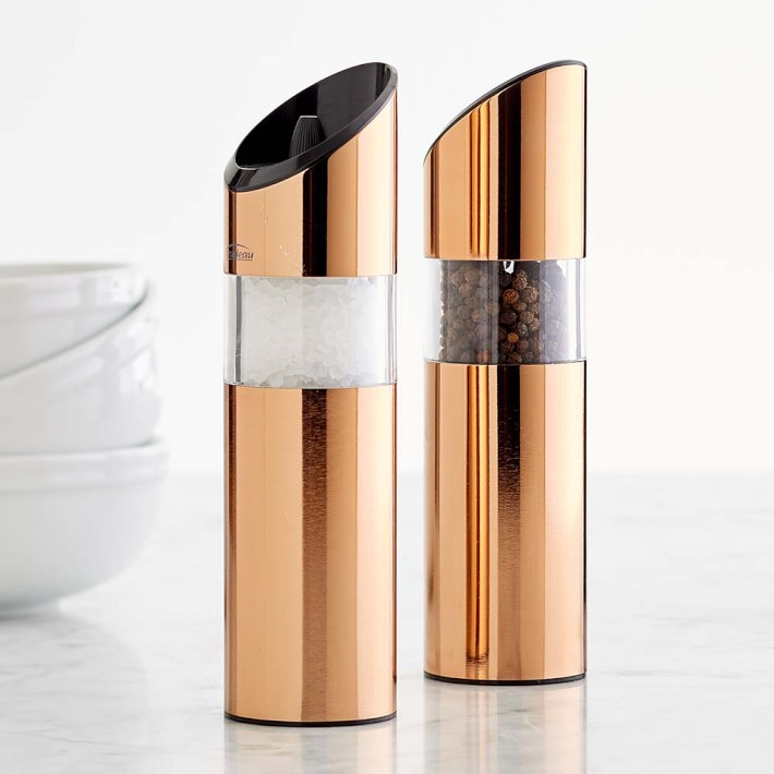 Salt and pepper mill in copper