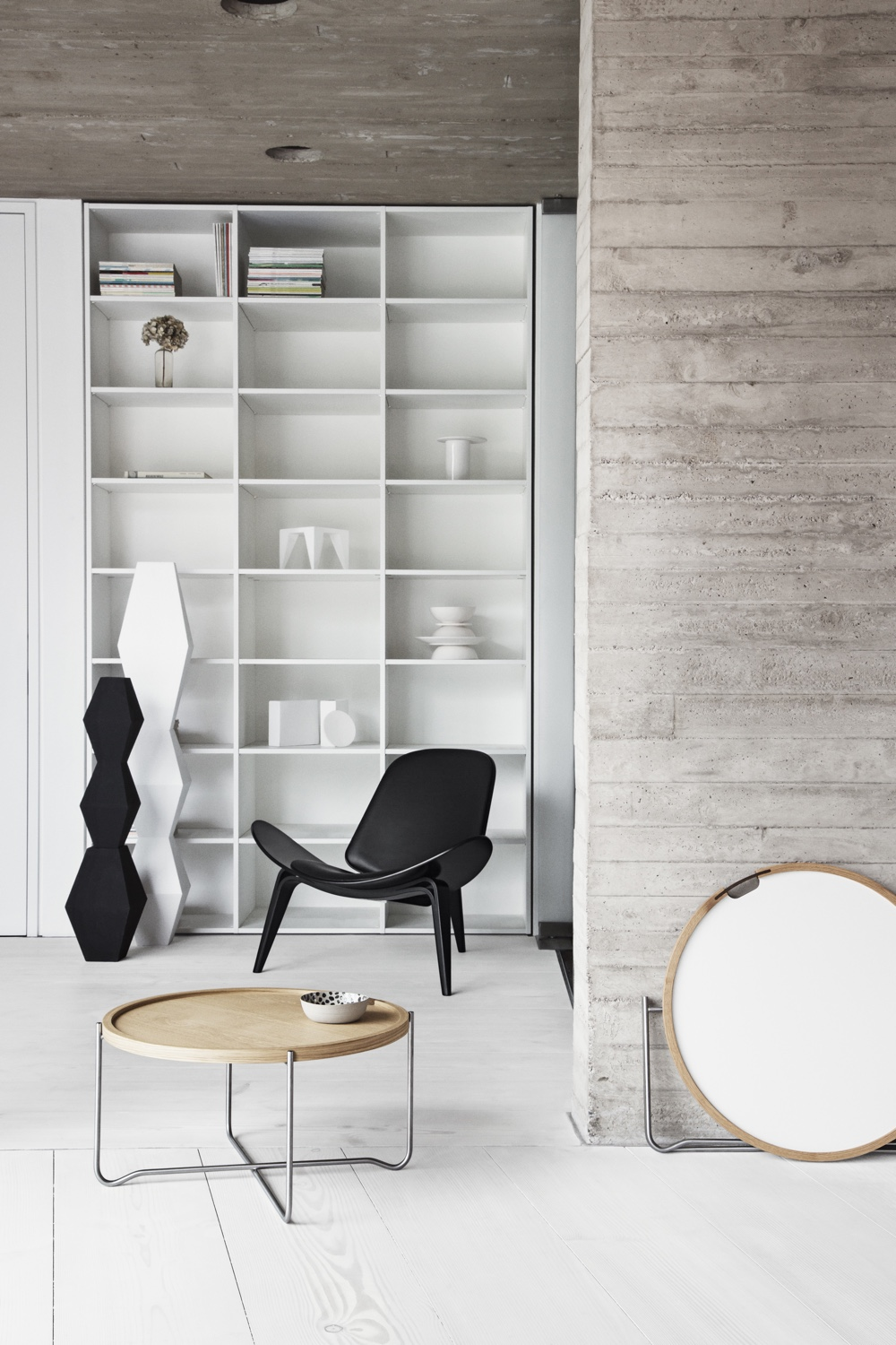 CH417 tray table with the lightoak trayfacing up. Also pictured is the white/black tray variation and this writer's chosen lounge chair for life, the CH07 Shell Chair.