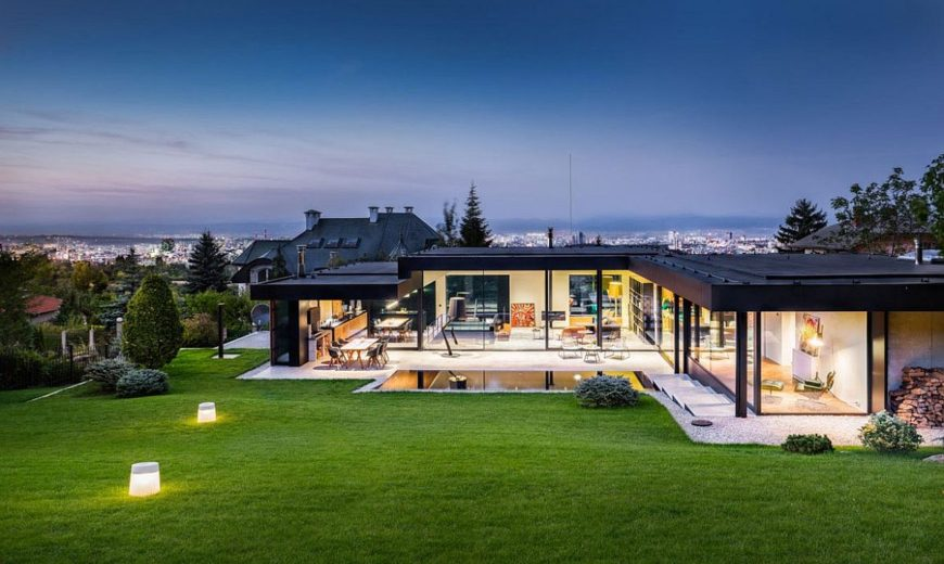 Serene Pagoda House Offers Panoramic City and Mountain Views