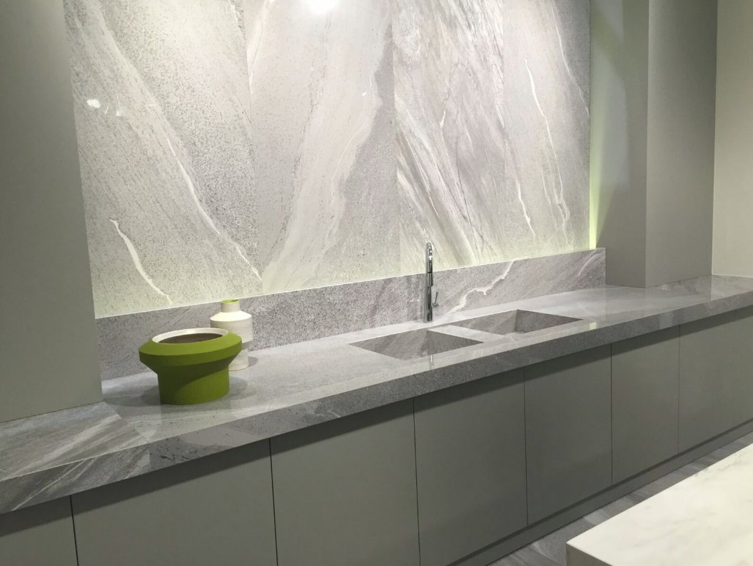 A touch of green in a grey bathroom