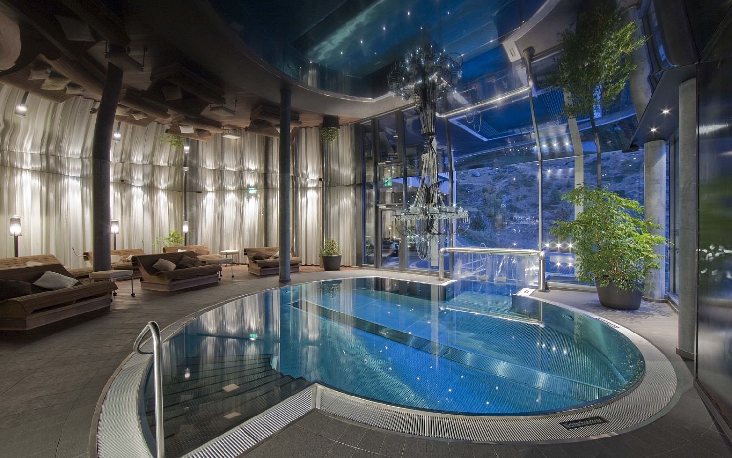 Amazing spa and pool at the Hotel Matterhorn Focus