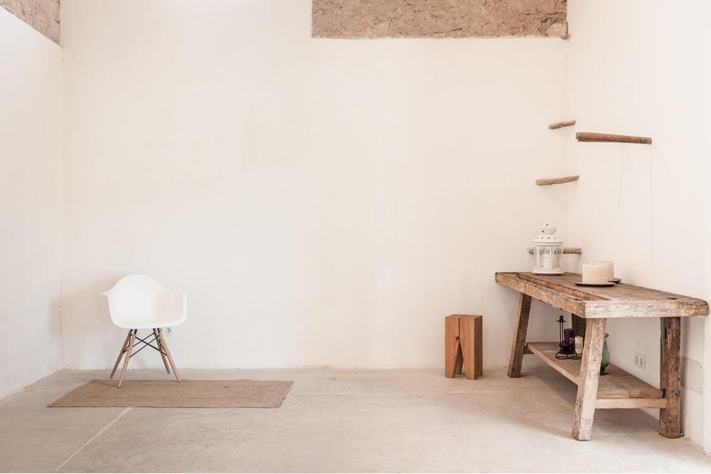 A renovated artist studio in rural Mallorca byMunarq architects studio. Image © Image©Gonçal Garcia via Munarq.