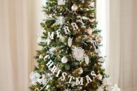 Homemade Festive Cheer: 25 Easy DIY Christmas Decorating Ideas