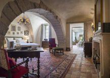 Classic-style-and-modern-comfort-come-together-at-La-Bastide-de-Gordes-217x155