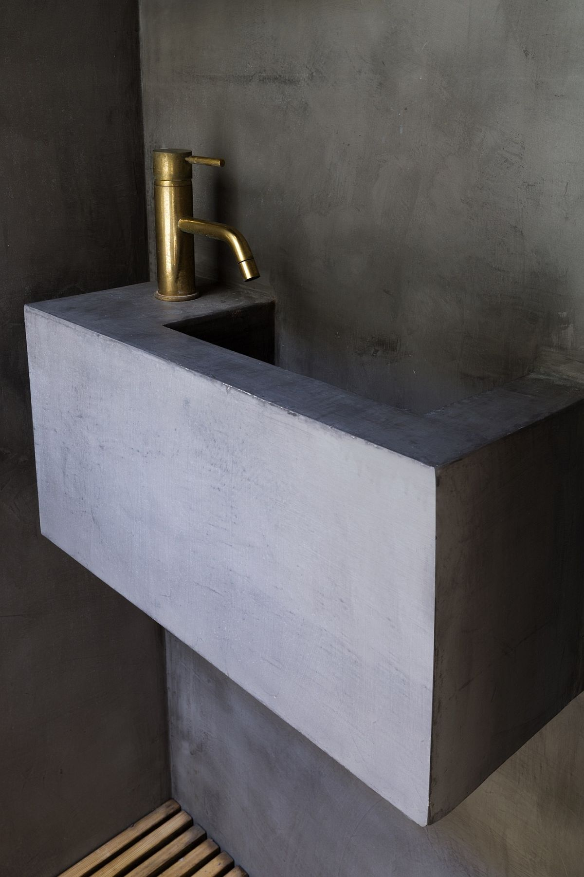 Concrete sink for the contemporary sunken bath