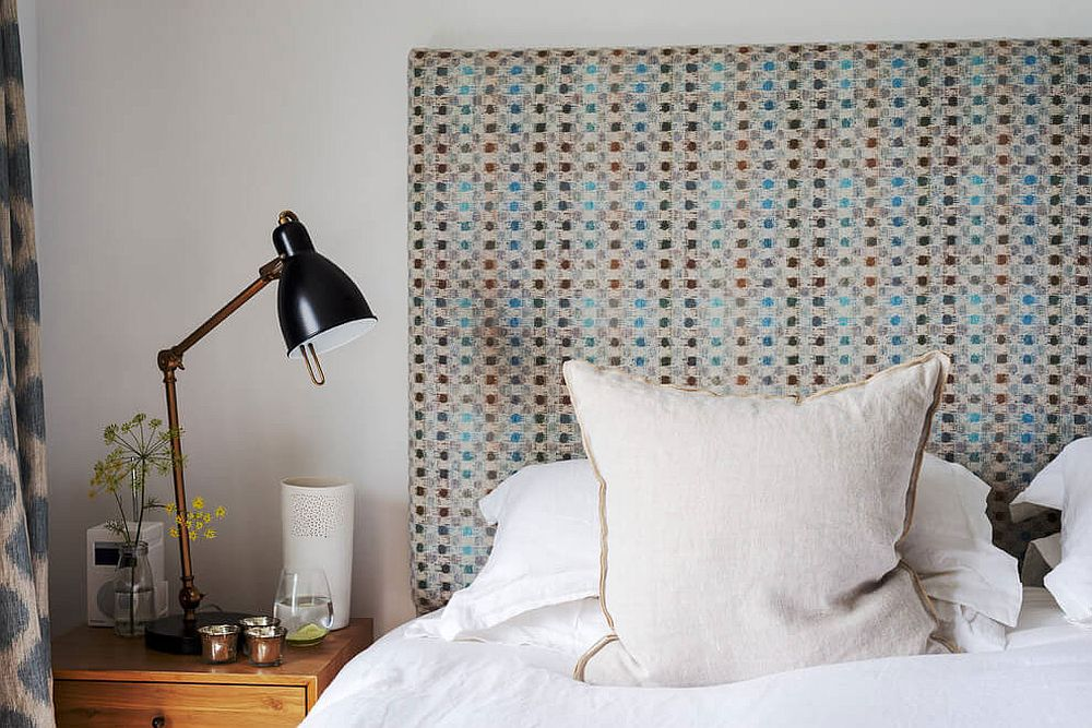 Custom headboard of the small bedroom with coastal style
