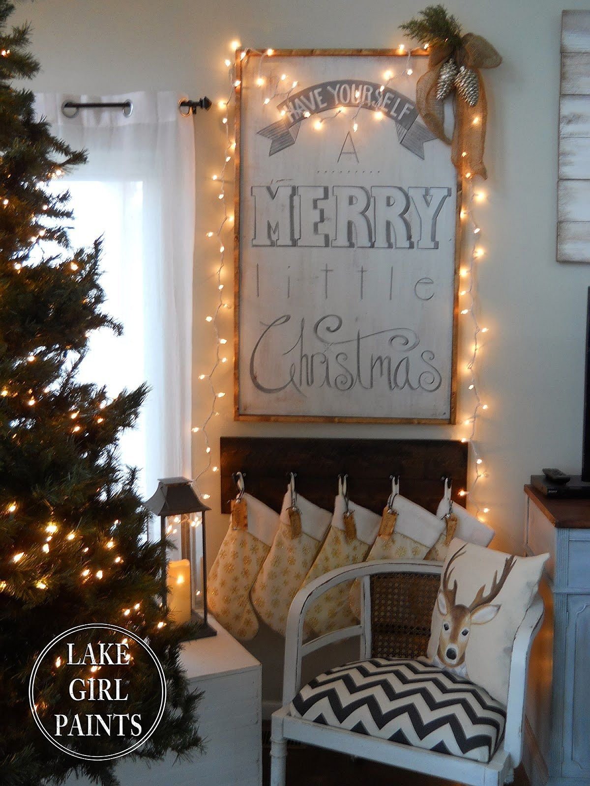 DIY Christmas sign without all the red! [From: lake girl paints]