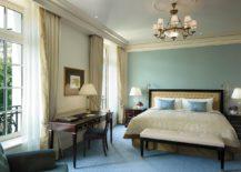 Deluxe-Room-at-Shangri-La-Hotel-Paris-217x155