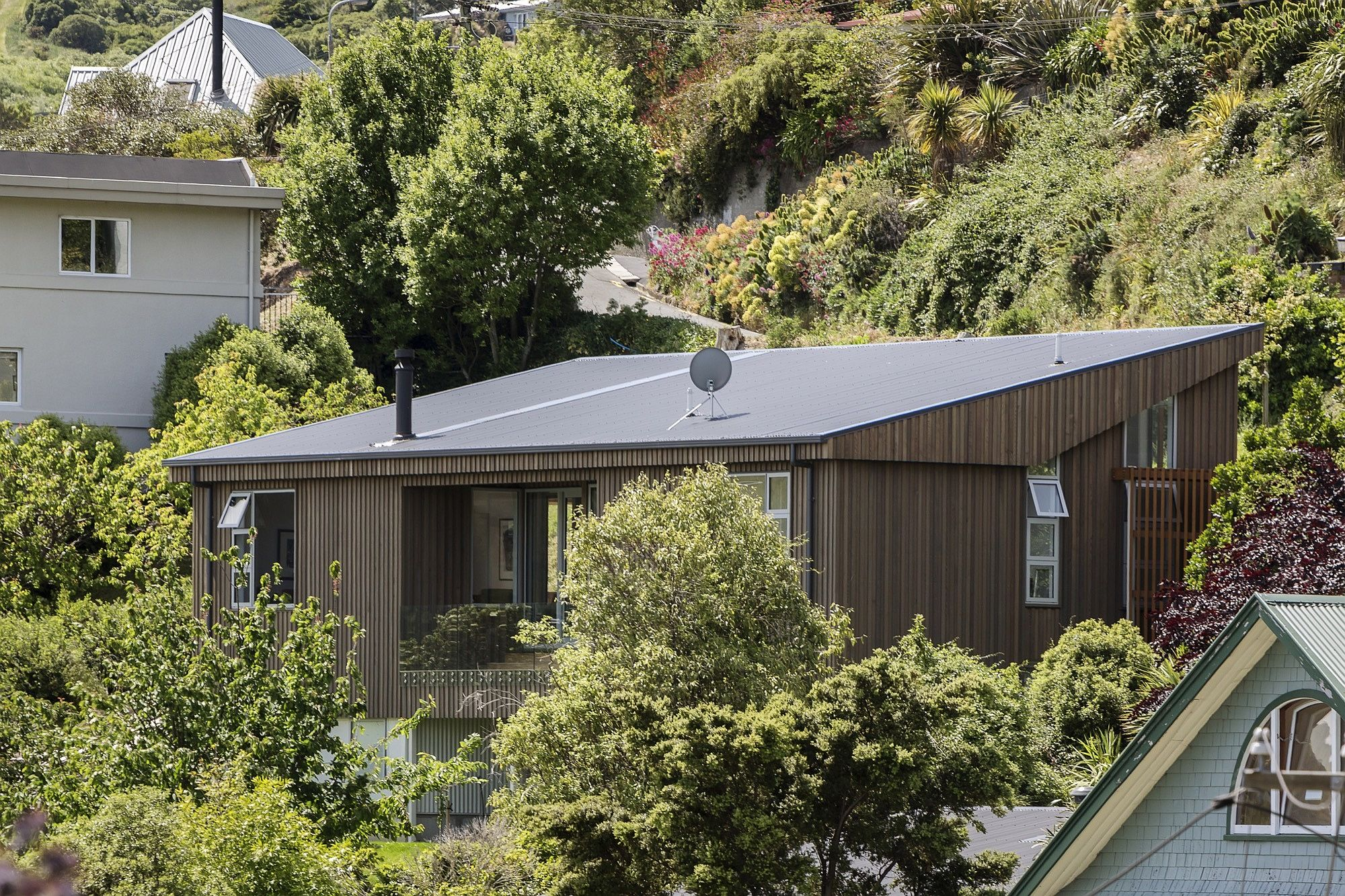 Exquisite modern home replaces quake hit villa in New Zealand
