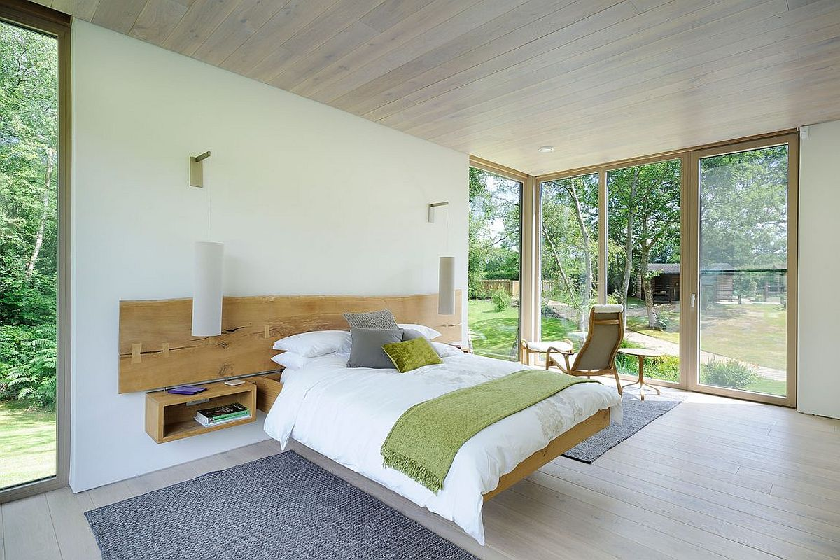 Floating bed with matching nightstands for the contemporary bedroom