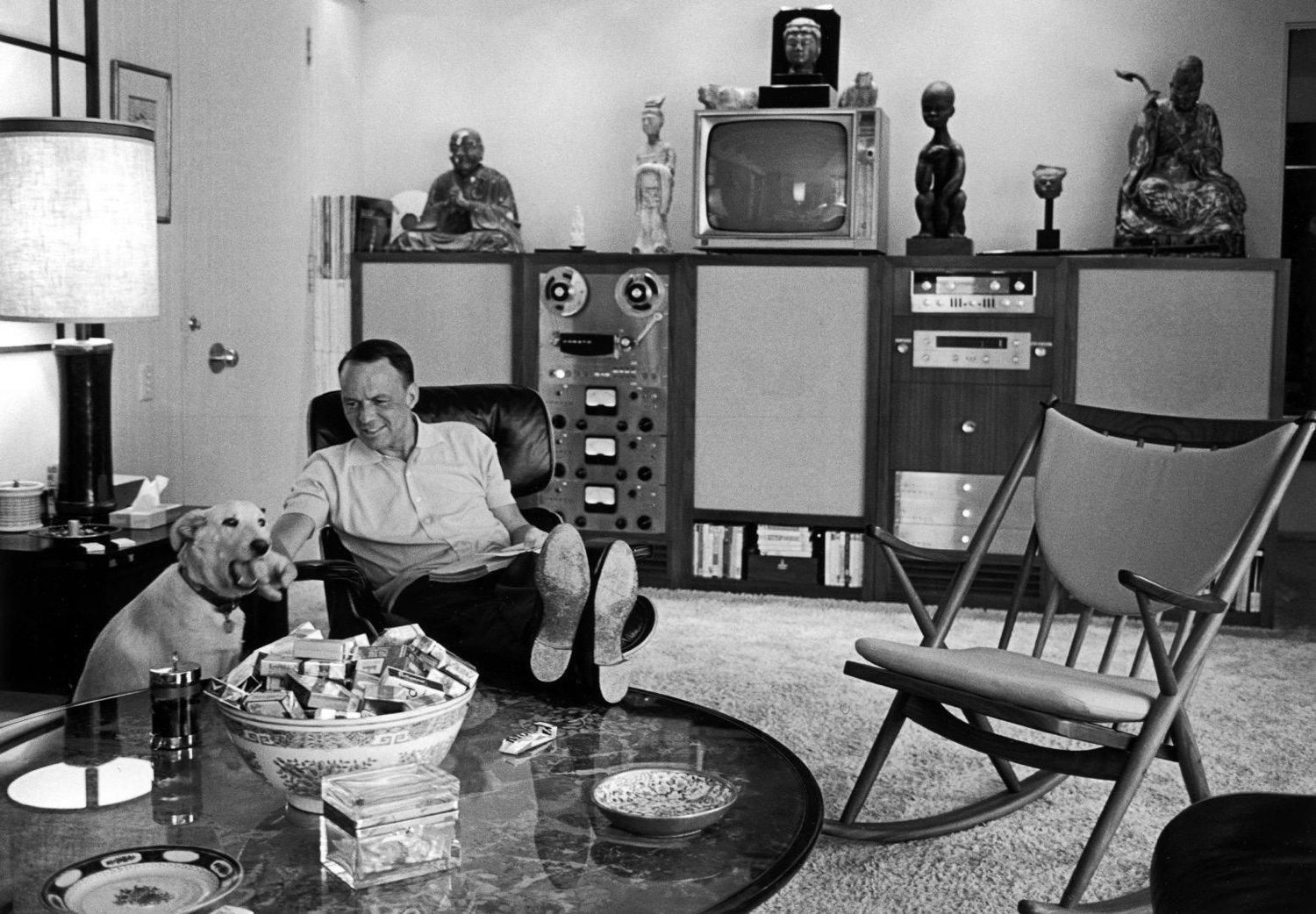 Frank Sinatra at home with his dog Ringo. Image © 2016 Eames Office, LLC.