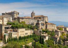 French-luxury-at-La-Bastide-de-Gordes-overlooking-the-Loberon-Valley-217x155