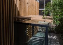 Glass-walls-connect-teh-sunken-bath-with-the-garden-even-as-the-slatted-larch-screen-offers-privacy-217x155