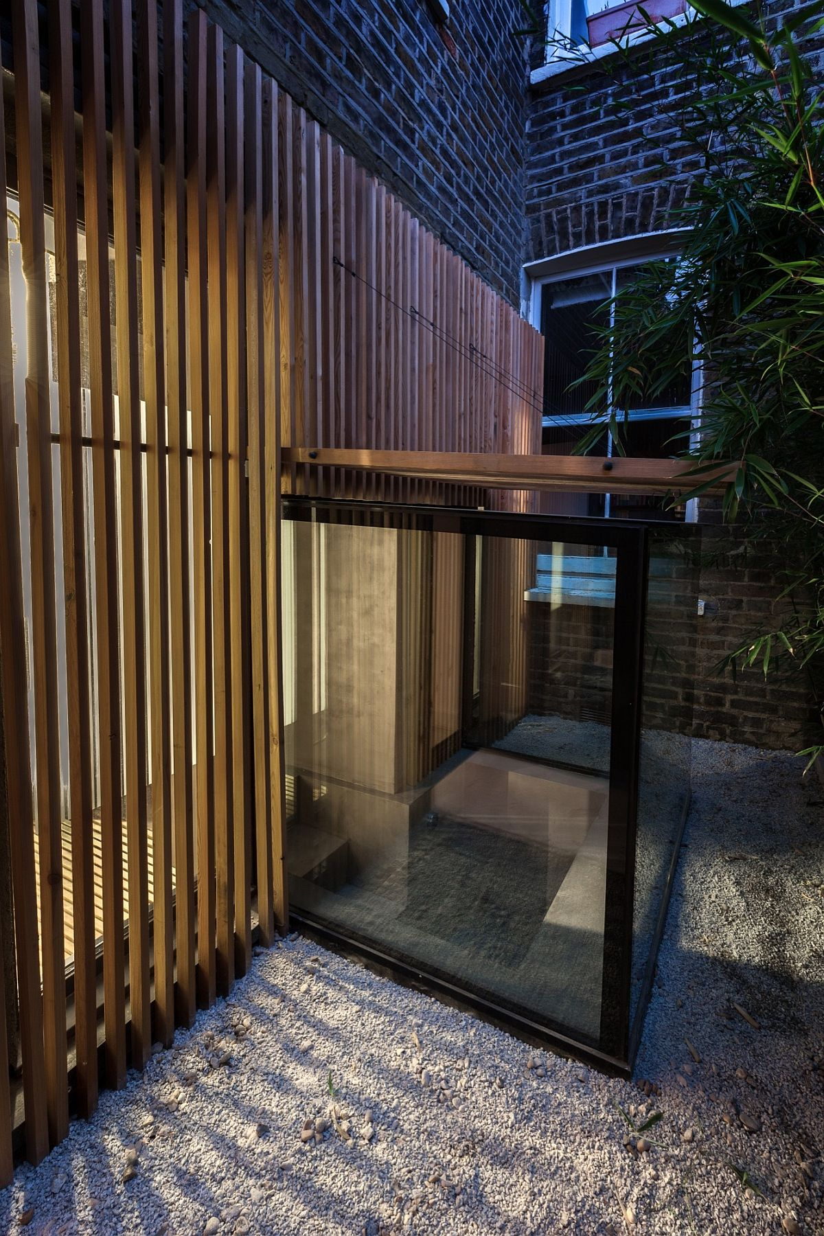 Granite gravel, polished concrete and bamboo shape thegarden around the sunken bath