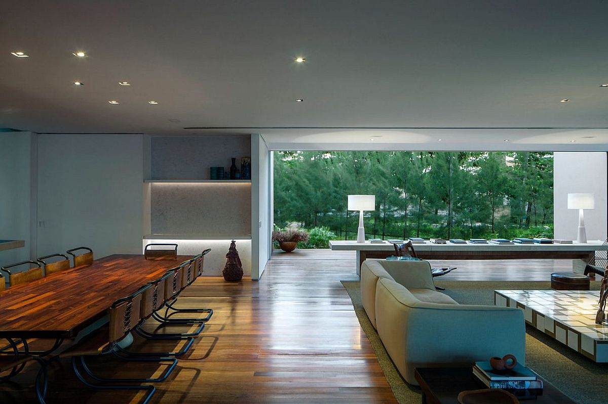 Synergy Between Nature and Design: Captivating Casa TM in Brazil