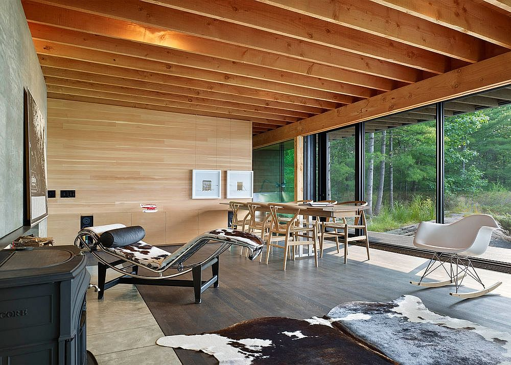 Iconic mid-century decor and lounger inside the holiday cabin