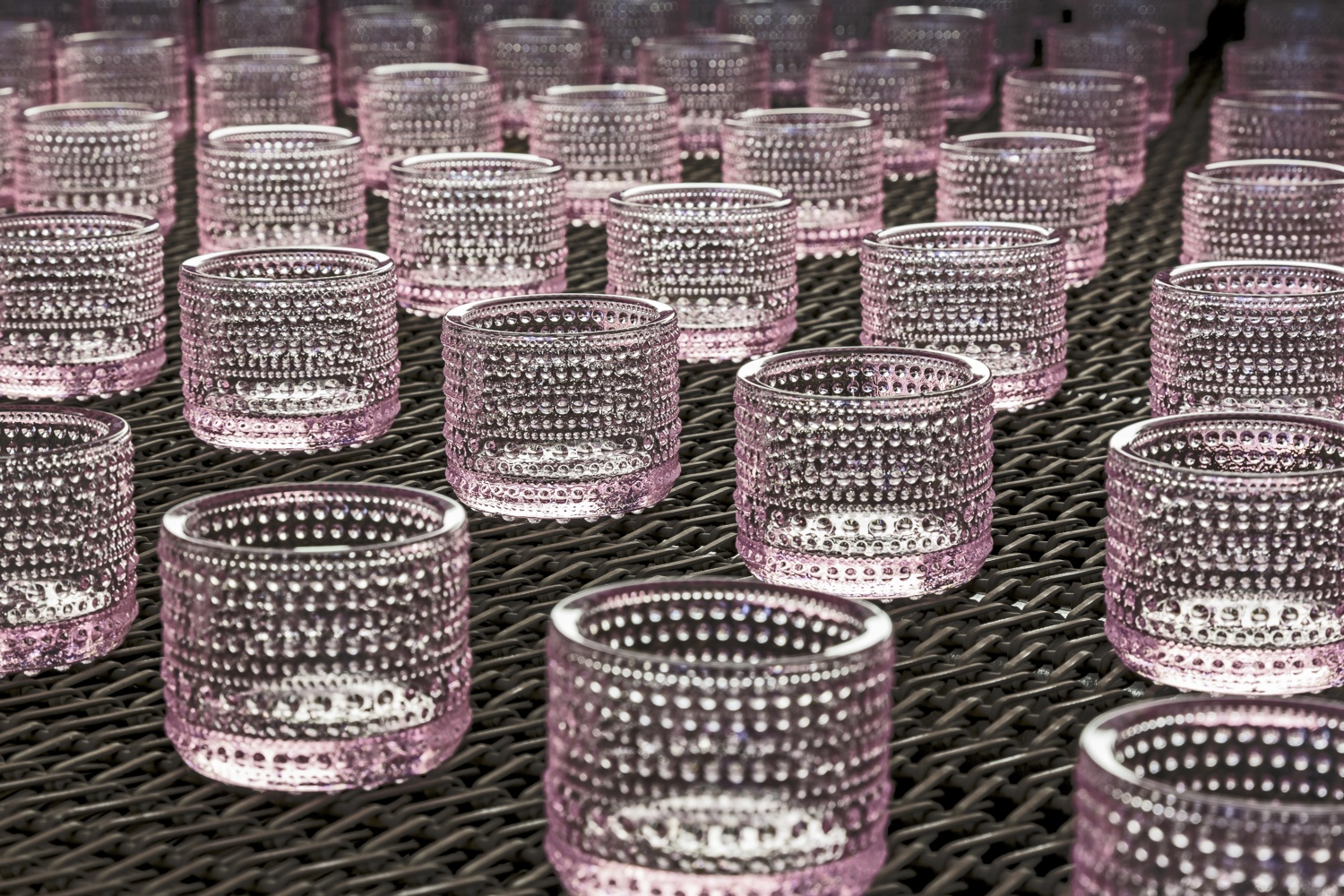 Production of Kastehelmi Votives at the Iittala factory.
