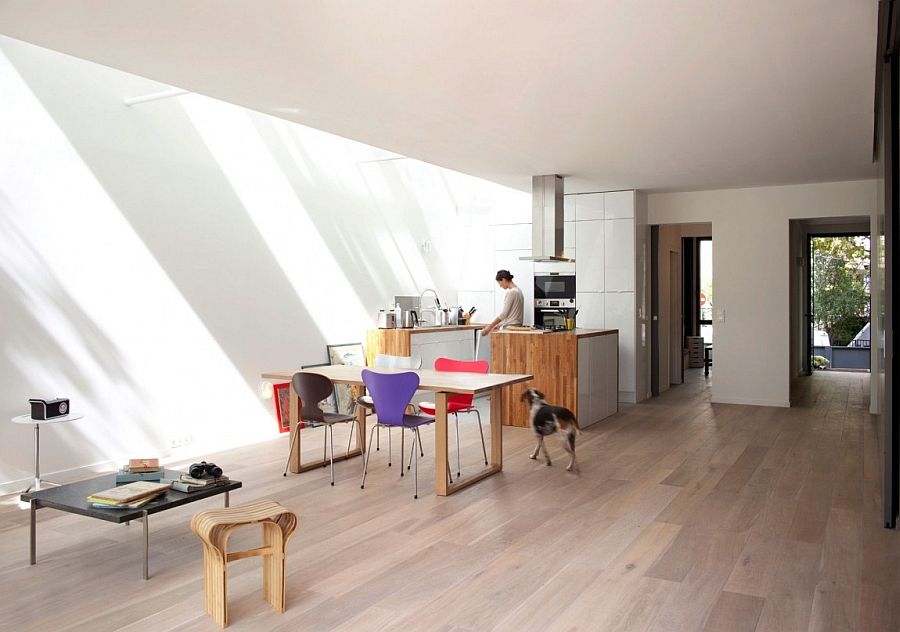 Minimal and mdoern interior of the eco-sustainable prefab in Paris