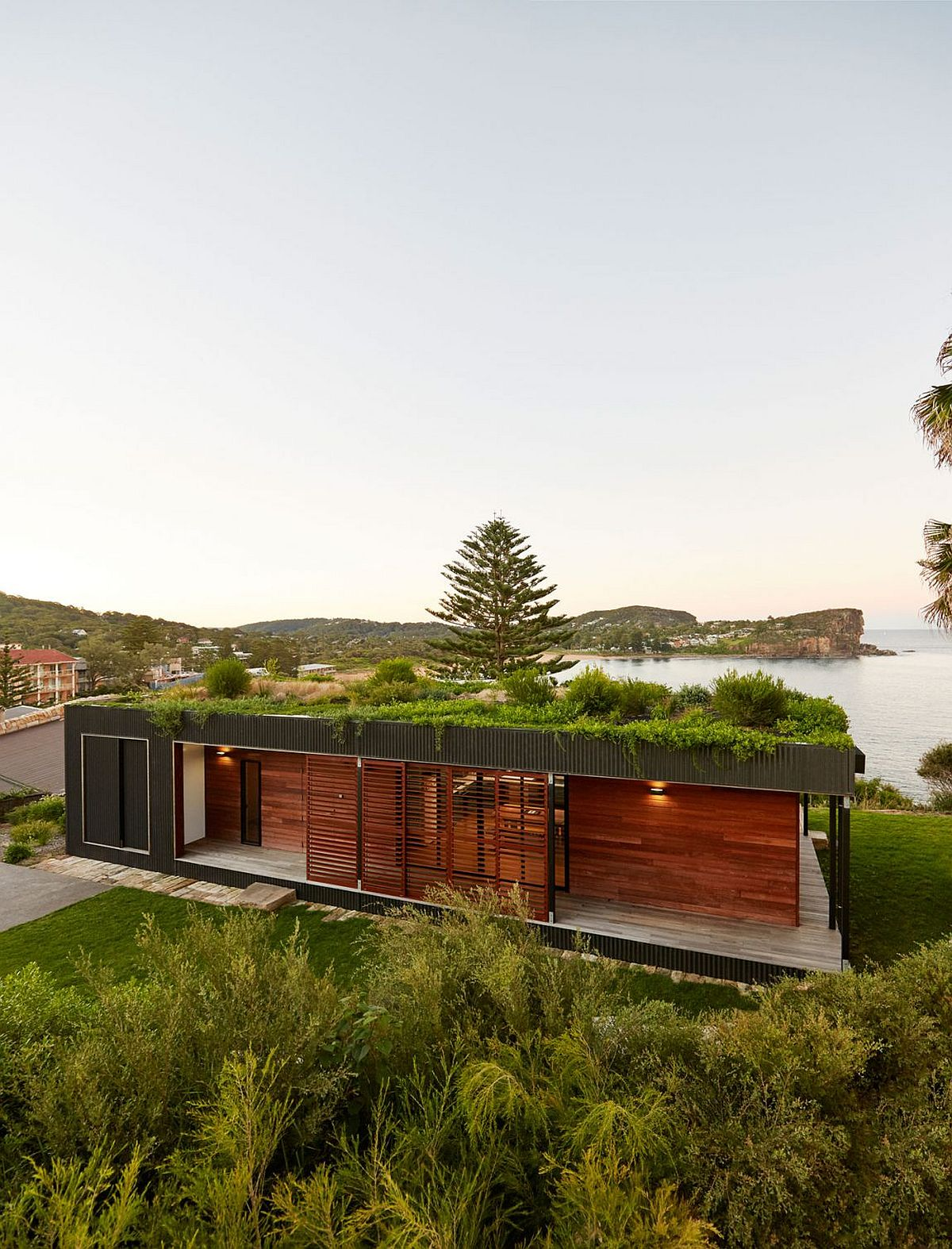 Modern sustainable modular home designed to cause minimal eco impact Eco Friendly Design: 10 Homes with Gorgeous Green Roofs and Terraces
