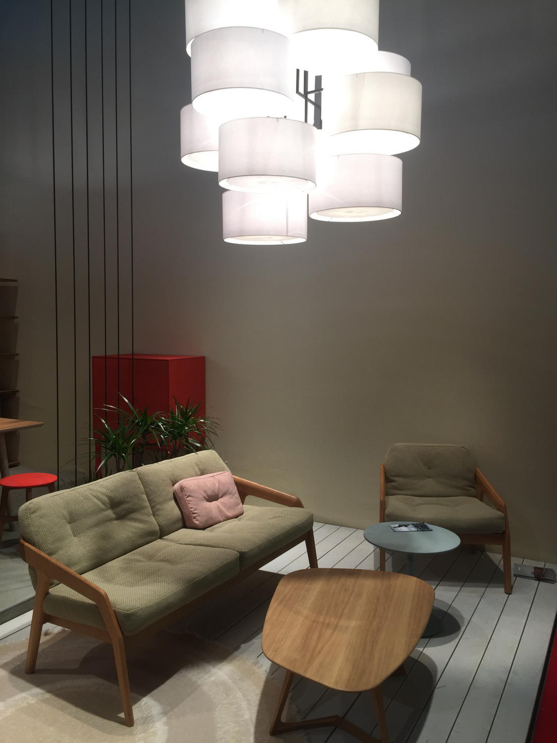 Rosy shades in a modern living area