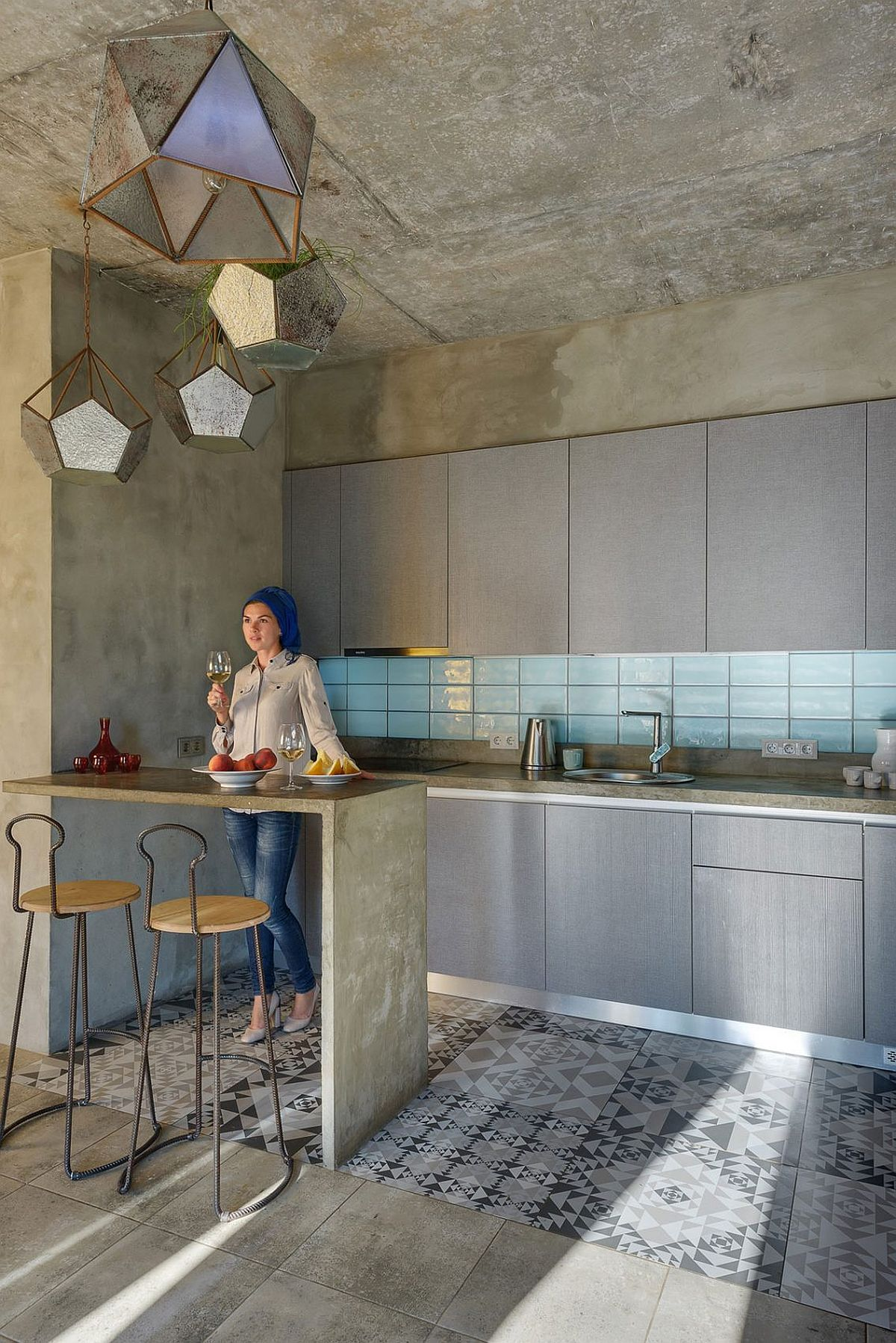 Small and stylish kitchen with concrete breakfast bench