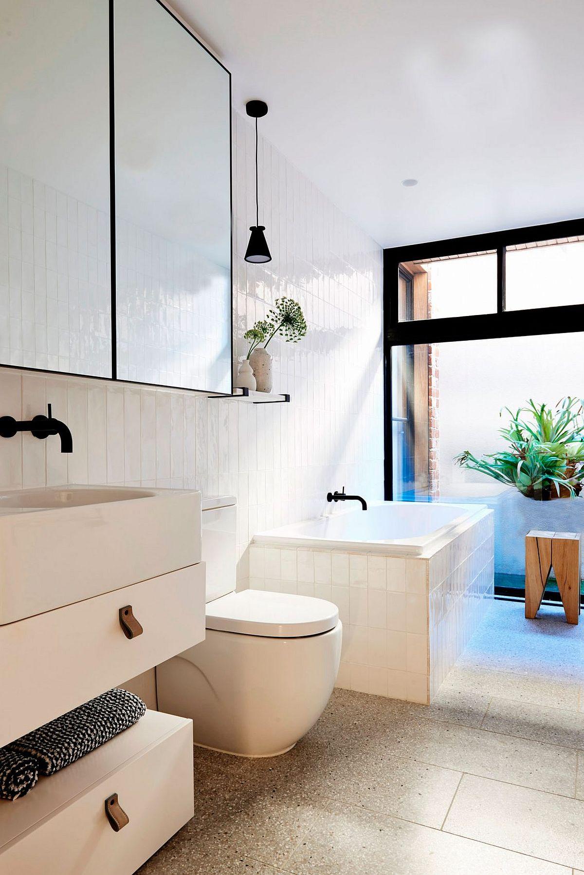 Small contemporary bathroom in white