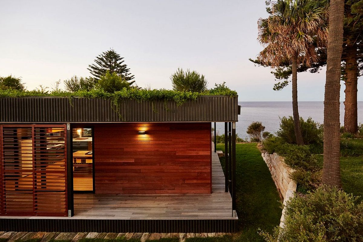Small modular becah house with green roof