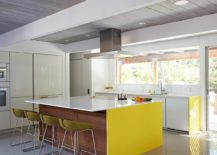 Spacious-modern-kitchen-with-a-large-kitchen-island-217x155