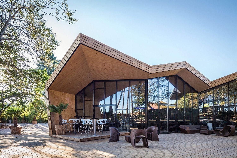 Burned-wood-glass-and-polished-concrete-create-a-stylish-beach-club-restaurant