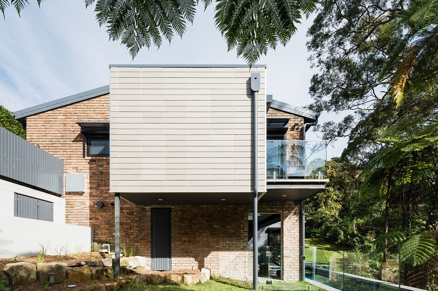 Burrawong House on the edge of a national park