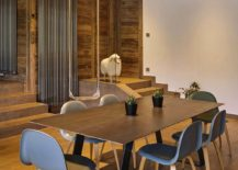 Ceiling-clad-in-wood-adds-beauty-to-the-dining-room-217x155