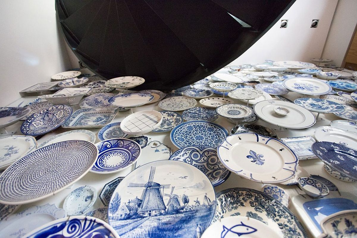 Closer look at the living room accent wall created using plates in white and blue