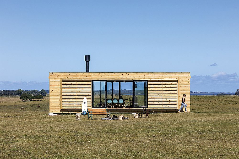 Countryside prefab near the beach is practical and sustainable
