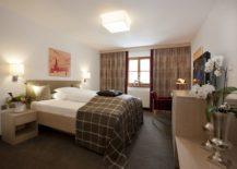 Cozy-and-elegant-interiors-of-the-Arlberg-Hospiz-Hotel-217x155