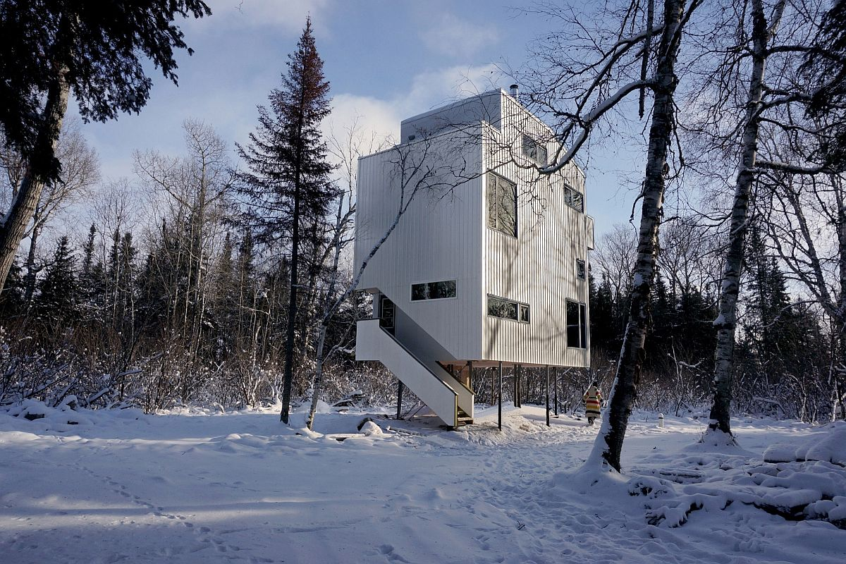Cozy modern Canadian cottage on the banks of Lake Winnipeg