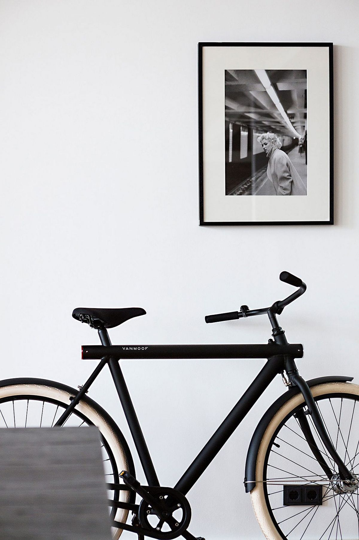 Cycle used as a decorative piece inside the Belin loft