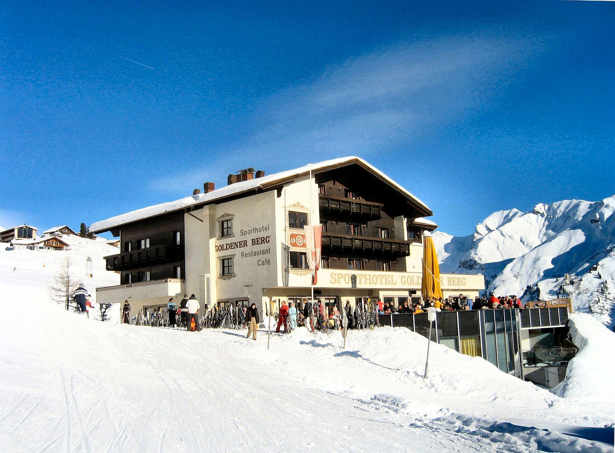 Enjoy-the-best-ski-slopes-in-Austria-at-Hotel-Goldener-Berg