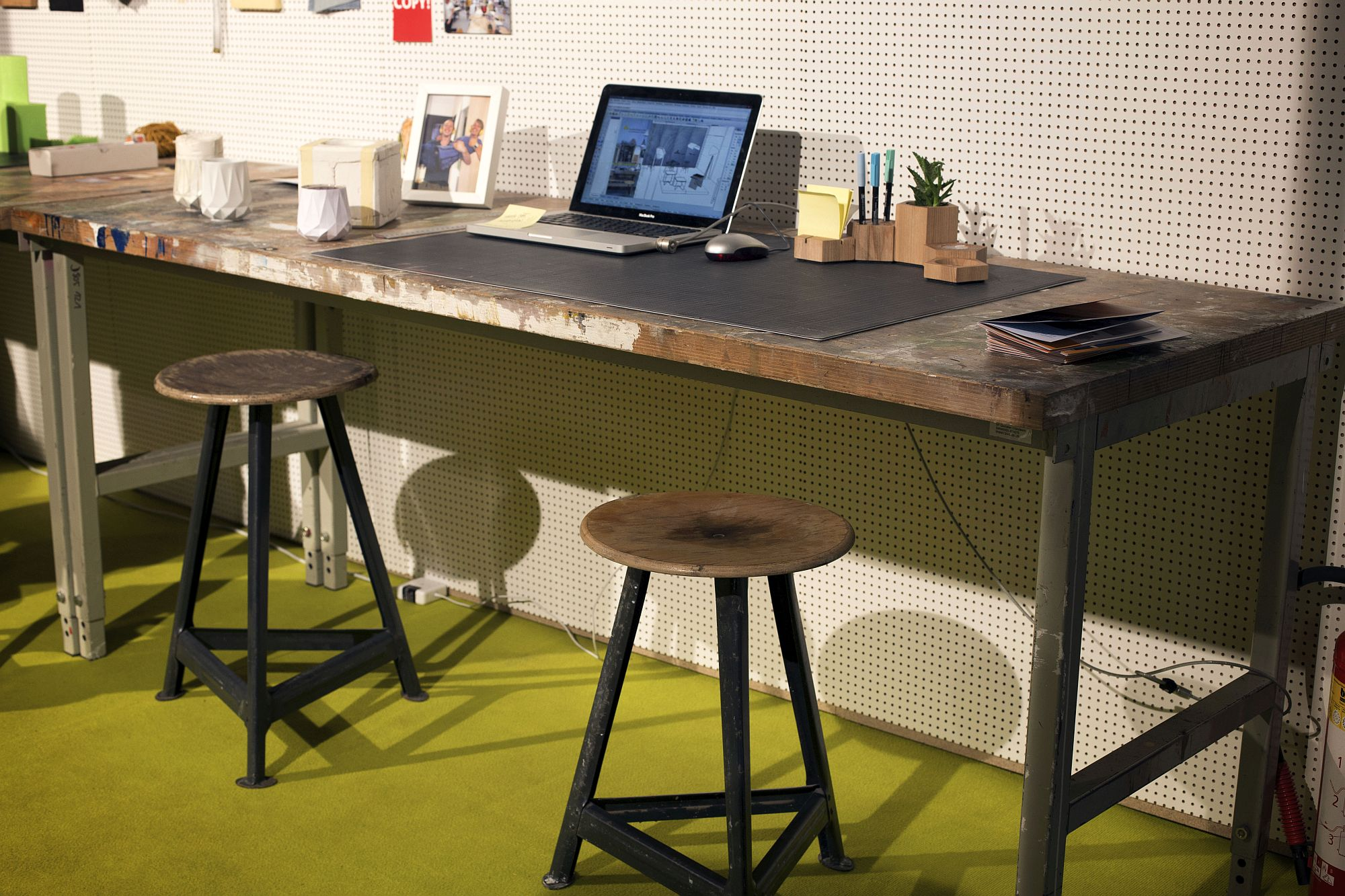 Industrial-modern-home-office-desik-with-a-reclaimed-appeal